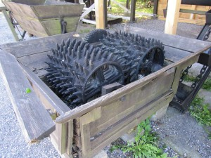 In solchen Brechern wurden früher die Kreidebrocken zerkleinert.
