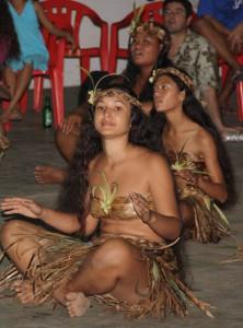 Die Bewohner auf den Marquesas Inseln pflegen ihre alte Kultur. Das Haka Manu Fest ist ein Höhepunkt auf der Insel. Foto: Lothar Henke/pixelio.de