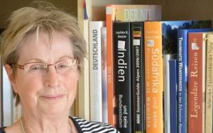 Hat die neue Gemeindebibliothek von Rambin aufgebaut und kümmert sich um den laufenden Betrieb: Erika Hildebrand.