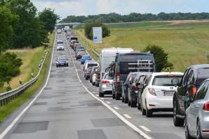 Hauptschlagader im Verkehr auf der Insel Rügen: Während der Urlaubssaison eine einzige Stau-Qual.