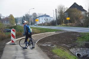 Schluss mit lustig. Hier endet der Radweg für die nächsten anderthalb Jahre. Der weitere Ausbau durch Samtens ist bis 2016 gestoppt.