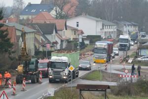 So sah im Dezember die Baustelle in Rambin aus. Jetzt wird es bis zu den Osterferien wieder eng auf der Hauptstraße von Rambin. Bis zum 19. Januar ruhten die Bauarbeiten – dank der Weihnachts- und Neujahrspause.