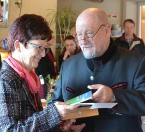 Viele Gäste bei Verabschiedung von Dr. Francis Baudet und offizieller Praxisübergabe an Dr. Martina Lindner