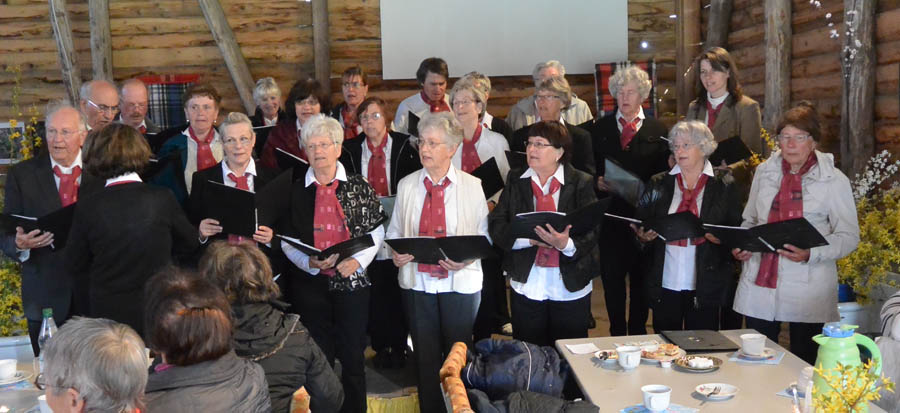 Zum zwanzigjährigen Bestehen Museumsvereins erweist auch der Volkschor Rambin seine Referenz. Die 23-köpfige Gruppe unter Leitung von Renate Paschirbe ist hier mehrmals im Jahr zu erleben.