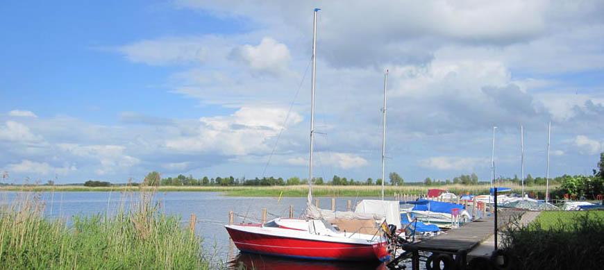 """Anglerhafen """"Am Fuchsberg"""": 50 Mitglieder, 30 Liegeplätze für Segeljollen und flachgehende Motorboote."""