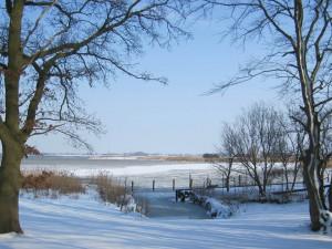 """Auch, wenn an das Angeln oder an Bootfahrten nicht zu denken ist, die Bucht """"Am Fuchsberg"""" ist zu jeder Jahreszeit ein lohnendes Ziel."""