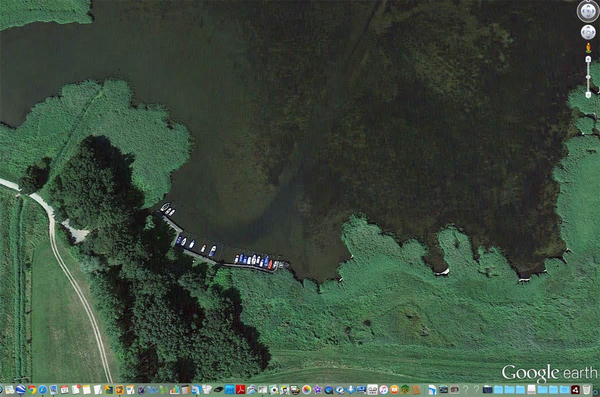 "Kubitzer Bodden: Anglerhafen ""Am Fuchsberg"" in Rambin. Aufnahme: Google Earth, 08.09.2015."