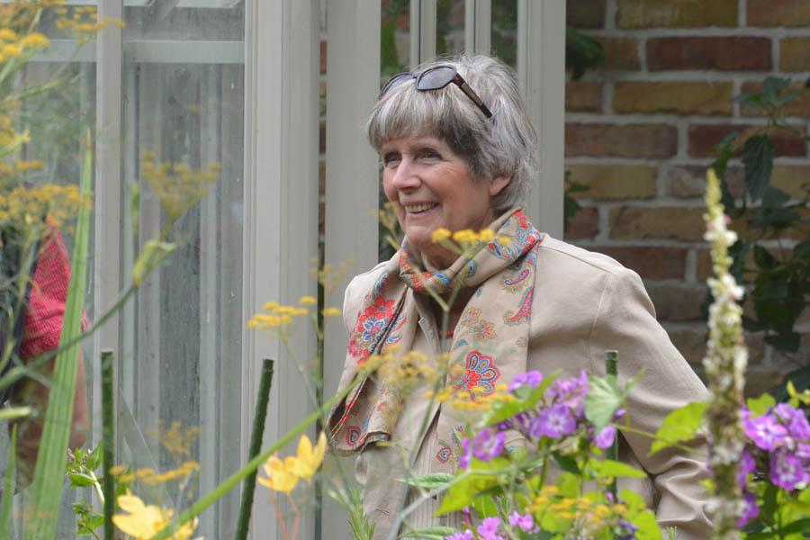 Liebt die Blumen in ihrem Cottage-Garten über alles: Gisa Reimann.